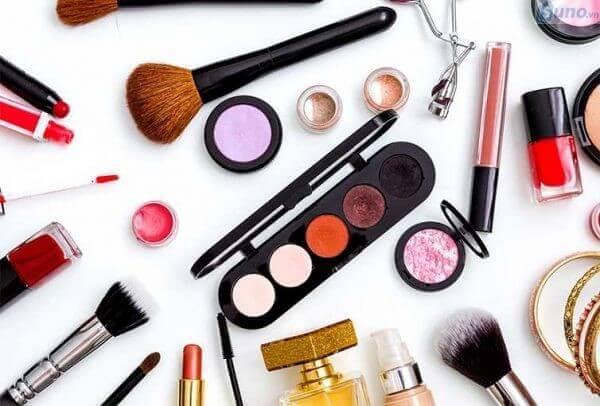 mỹ phẩm trang điểm đa dạng về màu sắc và mẫu mã giúp các bạn thoải mái lựa chọn bộ sản phẩm ưng ý