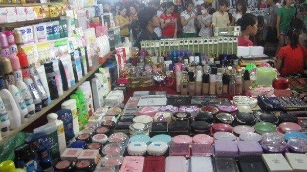 Chợ đầu mối là nguồn lấy mỹ phẩm giá sỉ truyền thống của nhiều cửa hàng
