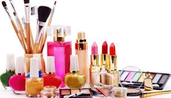 Số lượng các cửa hàng mỹ phẩm đang ngày càng gia tăng trên khắp cả nước đáp ứng nhu cầu làm đẹp của chị em phụ nữ