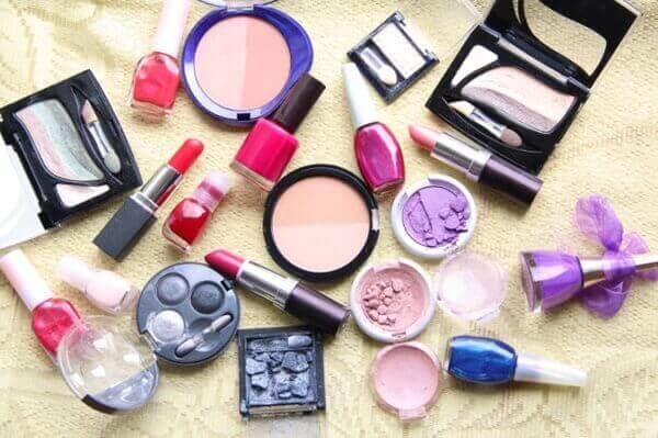 Nộp hồ sơ công bố sản phẩm là bước thủ tục cơ bản khi đăng ký kinh doanh mỹ phẩm